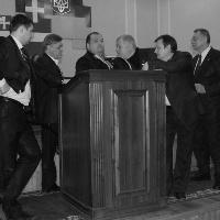 Депутати від «За Україну!» та «Свободи» заблокували трибуну Волинської обласної ради