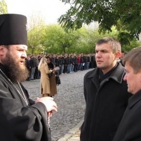 З владикою УПЦ КП, архієпископом Михаїлом 2009 р.Б.