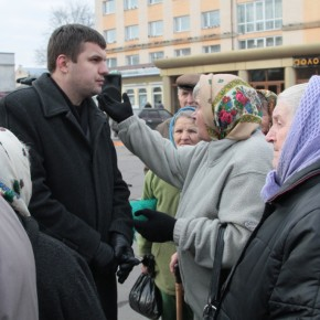 На зустрічі з виборцями у Володимир-Волинському. 2011 р.Б.