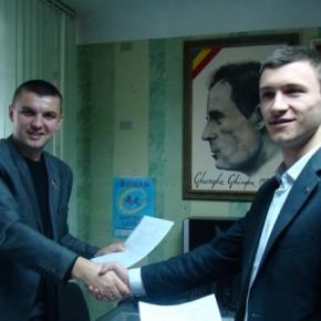 """Підписання угоди між національним Альянсом та організацією """"Tineretul Liberal"""" у Кишиневі 2009 р.Б."""