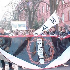 """Під час акції """"Україна без Кучми!"""" у Києві 2001 р.Б."""