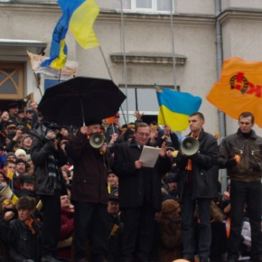 Помаранчева революція у Луцьку 2004 р.Б.