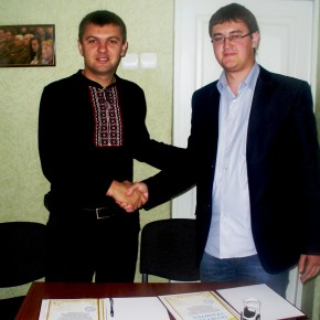 """Підписання угоди про співпрацю з організацією """"Український дім"""" Білорусь 2011 р.Б."""